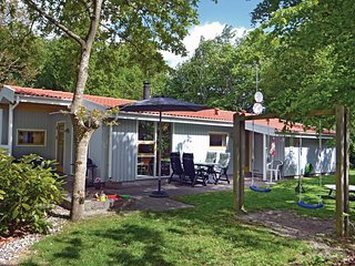 Awesome home in Glesborg w/ Sauna and 4 Bedrooms