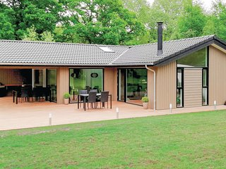 Nice home in Glesborg w/ Sauna, 4 Bedrooms and WiFi (D74256)