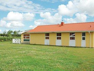 Amazing home in Friedrichskoog w/ Sauna and 5 Bedrooms (DSH603)