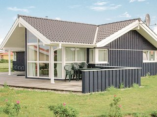 Awesome home in Friedrichskoog w/ Sauna and 3 Bedrooms (DSH606)
