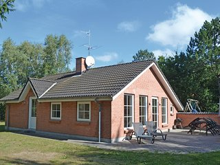 Beautiful home in Glesborg w/ 2 Bedrooms and WiFi (D74344)