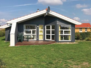 Amazing home in Friedrichskoog with Sauna and 3 Bedrooms (DSH615)