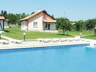 Amazing home in Bryastovec w/ 3 Bedrooms and Outdoor swimming pool