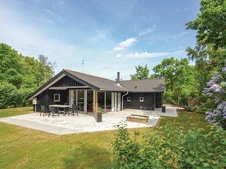 Beautiful home in Glesborg w/ Sauna, 4 Bedrooms and WiFi