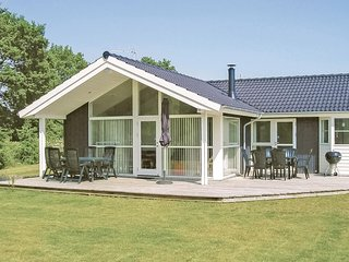 Nice home in Glesborg w/ Sauna, WiFi and 3 Bedrooms (D74545)