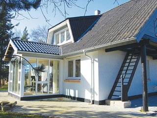 Awesome home in Glesborg w/ Sauna, WiFi and 4 Bedrooms (D74586)