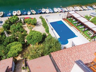 Nice home in Skradin w/ Jacuzzi, WiFi and 4 Bedrooms