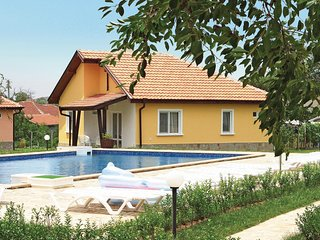 Stunning home in Bryastovec w/ 3 Bedrooms and Outdoor swimming pool