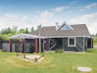 Awesome home in Glesborg w/ Sauna, WiFi and 5 Bedrooms