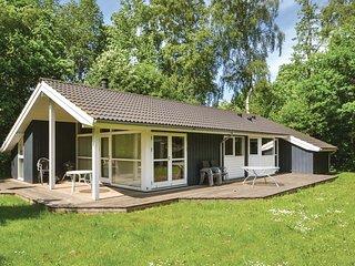 Beautiful home in Glesborg w/ Sauna, WiFi and 3 Bedrooms