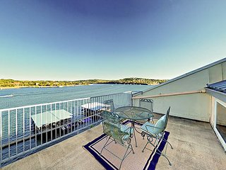 3BR Lakefront Condo with Pool and 2 Private Balconies
