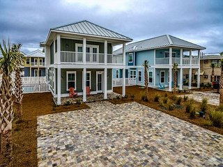 New Luxury Beach House 4 BR w/ an additional Bunk Room (Sleeps 12)