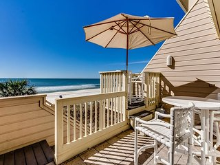 Beach Front Luxury! 2 bedroom 2 bath with bonus room! (Sleeps 10)