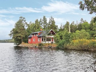 Awesome home in Högsby w/ Sauna, WiFi and 2 Bedrooms