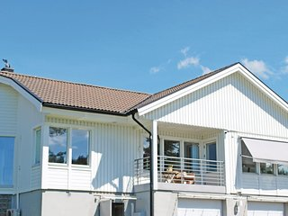 Stunning home in Vastra Frolunda w/ WiFi and 3 Bedrooms