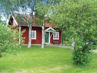 Amazing home in Lundsbrunn w/ 3 Bedrooms