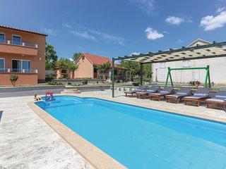 Nice home in Ugljane w/ Sauna, WiFi and 3 Bedrooms