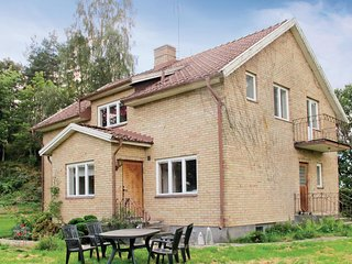 Awesome home in Sollebrunn w/ Sauna and 5 Bedrooms