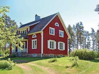 Beautiful home in Älgarås w/ WiFi and 3 Bedrooms (S07731)
