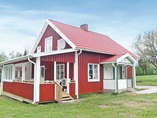 Amazing home in Ljungsarp w/ Sauna and 4 Bedrooms