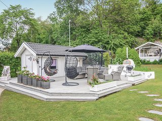 Awesome home in Hisingsbacka w/ Sauna, WiFi and 3 Bedrooms (S07307)