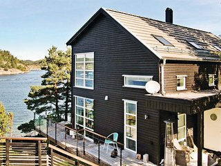 Stunning home in Henån w/ Jacuzzi and 2 Bedrooms