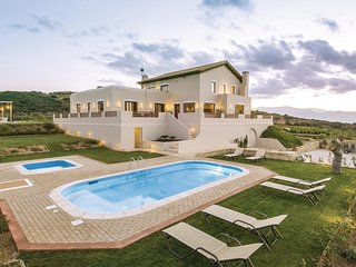 Nice home in Houdetsi,Heraklio w/ 6 Bedrooms