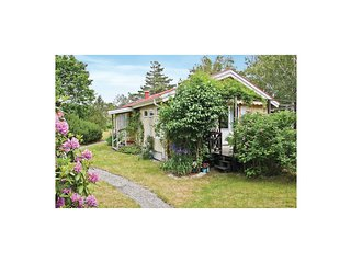 Amazing home in Hjalteby w/ Sauna and 3 Bedrooms