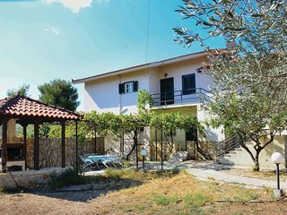 Awesome home in Nafplion w/ 3 Bedrooms