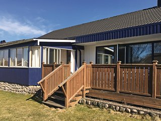 Stunning home in Henån w/ Sauna, WiFi and 5 Bedrooms