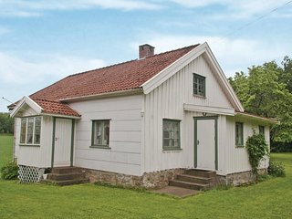 Stunning home in Henån w/ 2 Bedrooms