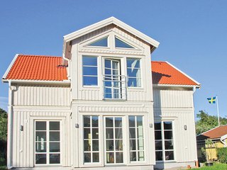 Beautiful home in Hamburgsund w/ 3 Bedrooms