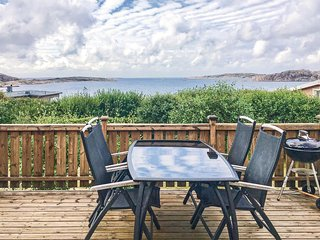 Awesome home in LYSEKIL w/ WiFi and 6 Bedrooms