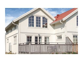 Beautiful home in Mollösund w/ 3 Bedrooms (S08471)