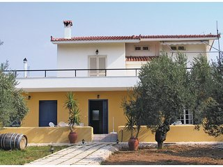 Awesome home in Candia-Nafplion w/ 3 Bedrooms