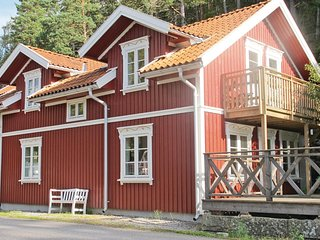 Stunning home in Strömstad w/ WiFi and 4 Bedrooms