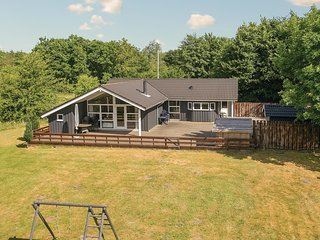 Stunning home in Toftlund w/ Sauna, WiFi and 3 Bedrooms