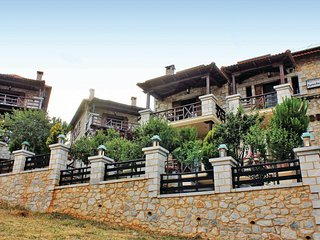 Amazing home in Astros Peloponnese w/ 3 Bedrooms