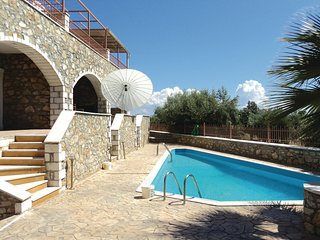 Stunning home in Paralio Astros w/ Outdoor swimming pool and 2 Bedrooms