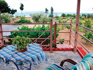 Amazing home in Astros Peloponnese w/ 2 Bedrooms