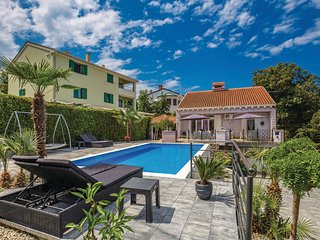Stunning home in Malinska w/ WiFi and 4 Bedrooms