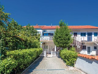 Beautiful home in Malinska w/ WiFi and 2 Bedrooms (CKK932)