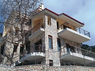 Amazing home in Vrachni Kalavrita w/ 3 Bedrooms