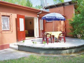 Nice home in Balatonföldvár w/ 2 Bedrooms