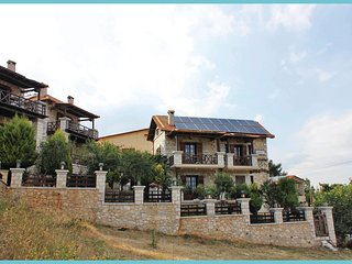 Stunning home in Astros Arkadias Pelo. w/ WiFi and 2 Bedrooms (GPE329)