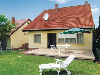 Nice home in Balatonföldvár w/ Sauna and 6 Bedrooms