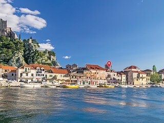 Beautiful home in Omis w/ WiFi and 2 Bedrooms (CDF670)