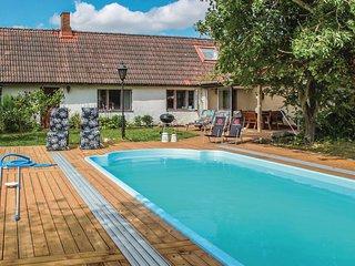 Amazing home in Klagstorp w/ 3 Bedrooms