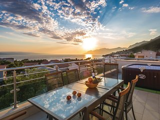 Amazing home in Baska Voda w/ WiFi and 3 Bedrooms