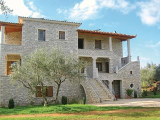 Stunning home in Kyparissia w/ WiFi and 3 Bedrooms
